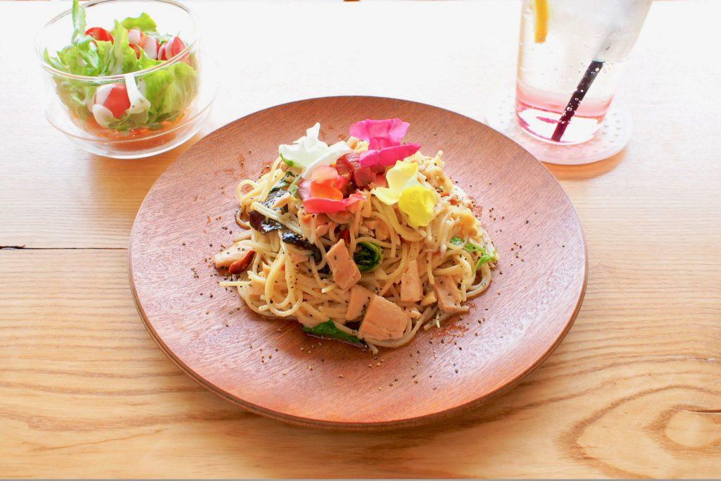 「オリーブ油漬けツナ と季節の野菜パスタ」