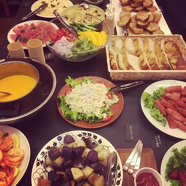 今夜のご予約団体25名さま懇親会のお食事は、無農薬有機野菜を中心としたお料理をご用意いたしました。