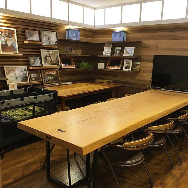 アルタナカフェでは個室をご用意しております。 ワークショップやイベント等で使用しない日はランチでご利用いただけます。(要予約・4名様〜)ベビーベッドやご希望の場合はキッズマットや正面のテレビにてDVDをご覧いただく事が出来ますのでお気軽にお申し付け、お問い合わせください。カフェスペースにはキッズコーナーも設けておりますのでお子様がいらっしゃる方は是非そちらもご利用になってください。 10/3tue.本日も11:00〜オープン! 11:00-15:30ランチタイム 11:00-17:00カフェタイム