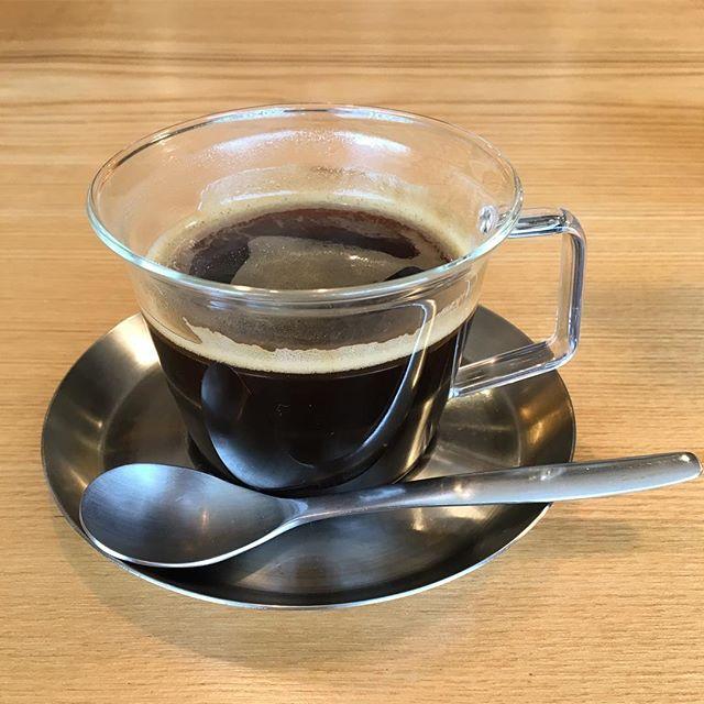 雨が降って少し肌寒いですが、こんな日はホットコーヒーはいかがでしょうか? エスプレッソマシンを使ったアメリカンコーヒーでホッとひと息!アルタナカフェのスコーンとの相性も抜群です。 10/28sat. 本日も10:00〜オープン! 10:00-17:00カフェタイム 11:00-15:30ランチタイム