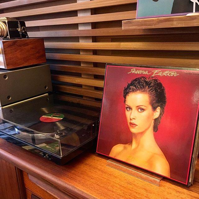 レコード増えました! アルタナカフェに置いてあるレコードに新しいメンバーが加わりました!懐かしのあの曲もあるかもしれませんよ。 昨日に引き続き本日11月12日は住まいプラスイベント開催の為、カフェはお休みとさせていただきます。