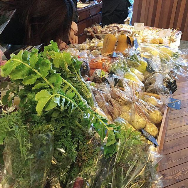 この後9時よりアルタナカフェにて 「テーブルマーケット」 開催します。