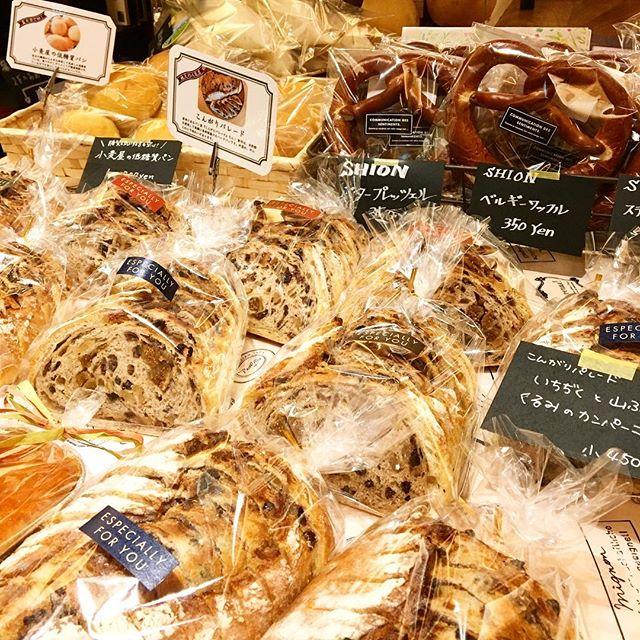 明日1月7日は月に一度の 「テーブルマーケット」 お取り寄せパンや美味しい無農薬野菜など勢ぞろい! その他ワークショップやマッサージなども体験いただけます! 明日1月7日9時より開催です。