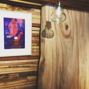 大迫力の天然木一枚板は色、カタチ、木目どれをとっても唯一無二の一点モノ。ぜひ、お店で実物をご覧になり、木の香りや触り心地をご体感ください! pic1,2;樟[クスノキ] pic2;モンキーポッド pic3,4;秋田天然杉