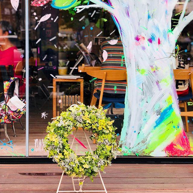 アルタナの樹の下を彩るプランツギャザリング。 お立ち寄り、お帰りの際に是非お楽しみください!