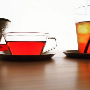 お向かいのALTANA Caféでも提供しているteteriaの紅茶。今までの紅茶の概念を変えてくれる驚くほど美味しい紅茶です。 KINTOの紅茶やハーブティーそのものの色が愉しめるガラスとステンレスのシンプルなティーカップ&ソーサー、ティーポットもございます! teteria ・NILGIRI FOP 70g ・DIMAULA BOP 70g ・CTC-MILK 100g 各1,000yen+ tax KINTO ・CASTティーカップ&ソーサー 1,500yen+ tax ・CARATティーポット600ml 2,800yen+ tax