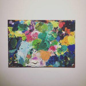 現代美術作家 持塚三樹さんのパレット。 ベニヤ板の上に厚塗りの油絵具がランダムに置かれているだけで、絵になります。 ハナレでは、持塚さんの版画作品を一部扱っています。