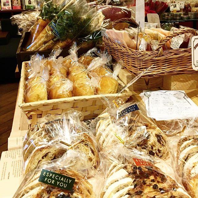 今週末(4月1日)9:00-15:00は毎月恒例テーブルマーケットを開催します。 新鮮な野菜や人気のパンなどご用意!当日は販売している野菜を使ったサラダとカフェのカレーを召し上がる事が出来るバイキングもありますのでお楽しみに(^^) アルタナカフェは本日も10時よりオープンします。