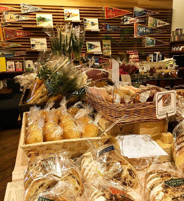 明日3月4日9:00-15:00 テーブルマーケット開催します(^^) 毎回好評な無農薬有機野菜や人気のパン屋さんパンをはじめ、今回初となる奈良からお取り寄せのドライフルーツも登場! そのままで食べるのはもちろん、シリアルなどに混ぜても美味しく召し上がれます。 またカイロやハンドマッサージなども体験出来ますよ!