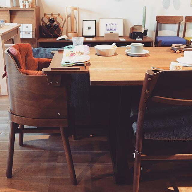 一生モノのベビーチェア。 こだわりのダイニング家具に馴染む、曲げ木の丸い背面が可愛いらしいベビーハイチェア bome chair  生後7ヵ月から大人まで大切に長く使える椅子です。 みなさんで、ご友人への出産のお祝いにも。 ¥30,000yen+tax マット付