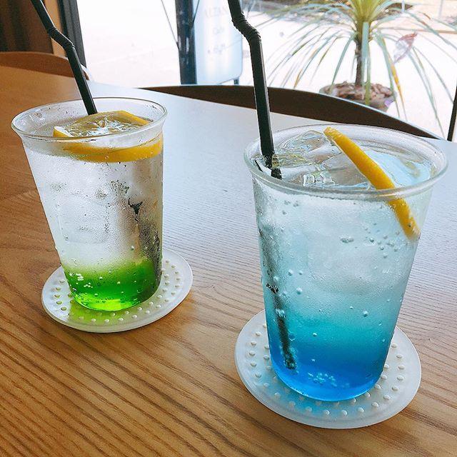 「アルタナレンジャーソーダ」 グリーン おっとりしていて自然を愛するマイペースなあなたへ! ブルー 冷静沈着、クールなあなたに スッキリ炭酸! その日の気分に合わせてお選びください(^^) アルタナカフェは本日も10時から17時までのオープンです。