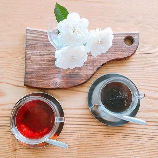 「ホットコーヒー」 「ホットティー」 ホットティー(単品注文)はニルギリ・アッサム・ディンブラの3種類からお選びいただけます。 アルタナカフェは本日も10時から17時までのオープンです。