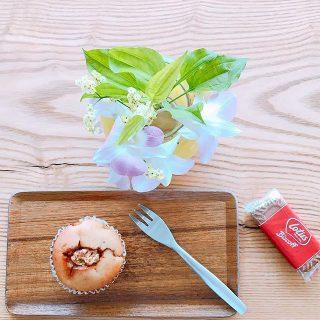 「キャラメルバナナマフィン」 マフィン焼けました! 優しい甘さのしっとり食感のマフィン! 完熟バナナとキャラメルの組み合わせは言わずもがなですね(^^) アルタナカフェは本日も10時から17時までのオープンです。