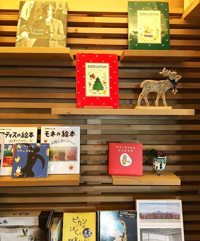 クリスマスにちなんだソングブックあります! 他にもクリスマスの絵本がありますので見に来てくださいね(^^) 明日11月29日(水)は定休日 11月30日(木)は臨時休業 となります。 11/28tue. 本日も10:00〜オープン中! 10:00-17:00カフェタイム 11:00-15:30ランチタイム