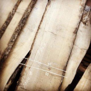 ナチュラルな明るいインテリアイメージをお聞きし、加工前2.9mのタモ材を1.8mのダイニングテーブルと1mのコタツ用天板に分割してのご提案。