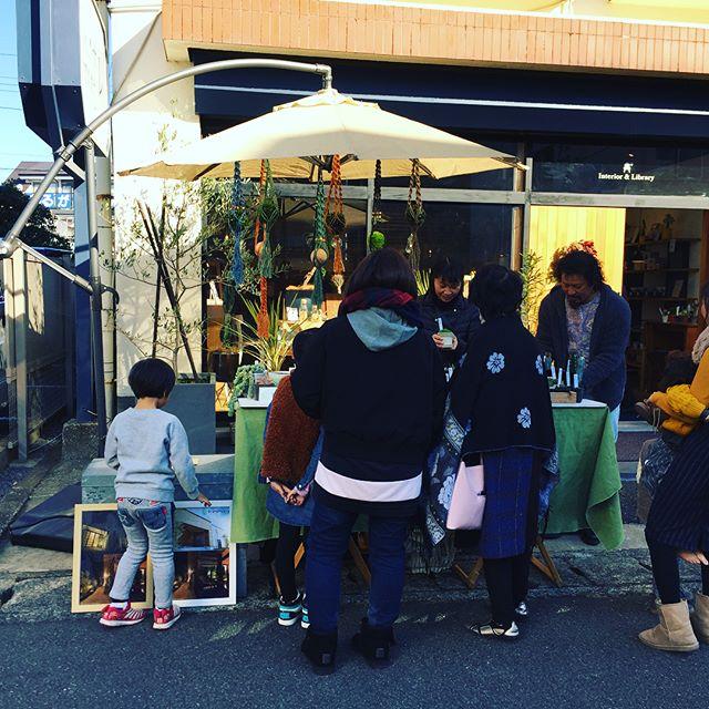 本日はALTANA caféイベント テーブルマーケット!HANAREではグリーン即売会の他、はぎれ・木っ端市を開催中です。