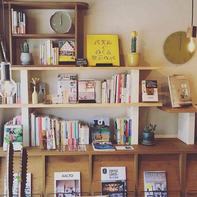 ハナレの本棚