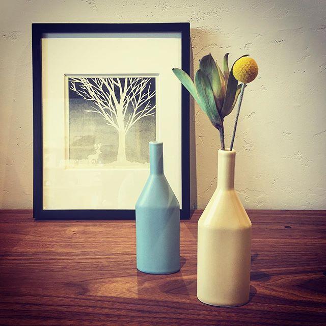 """モランディの静物画に描かれていそうな佇まいの一輪挿し。 CLASKA Gallery & Shop """"DO"""" flower vase ETUDE 2,400yen+ tax"""