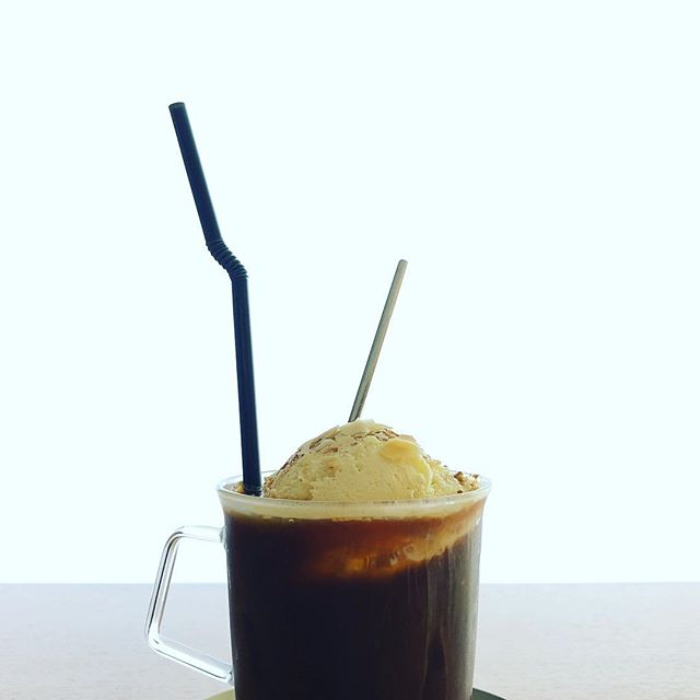 新メニュー シナモンパウダーとアーモンドスライスをトッピングしたベルギーバニラのフロートアイスコーヒーです! ¥550yen+tax