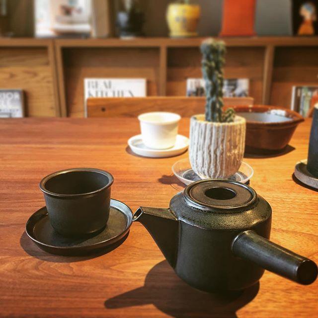 お茶は毎日飲みたい。 KINTO LEAVES TO TEA KYUSU TEAPOT 3,500yen+tax CUP & SAUCER 1,600yen+tax