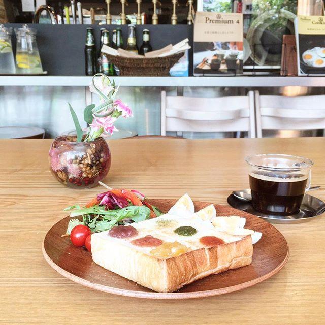 本日6月24日は朝カフェの日! この後8時より開店です。 ・6種類のフレーバーが楽しめる厚切りトースト ・ヨーグル豚ベーコンのホットサンド ・チョコバナナのホットサンド アルタナカフェは10時から17時までは通常営業となります。