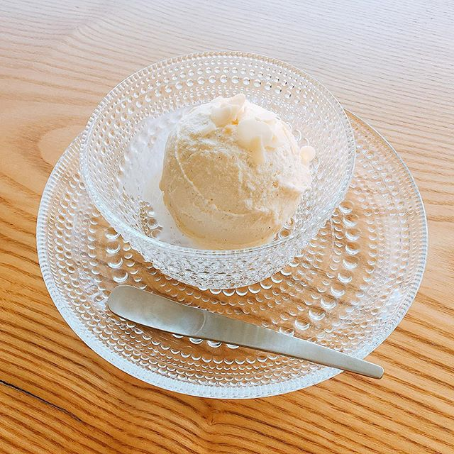 「ベルギーバニラアイスクリーム」 ほのかに香るバニラビーンズとしっかりとした味わいのアイスクリーム! キッズプレートにセットでミニアイスが付きますがお子様にも親御さんにも好評ですよ(^^) アルタナカフェは本日も10時から17時までのオープンです。