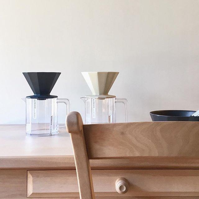 朝のやわらかな光の中でのコーヒーシーンを大切にしたいですね。 飛騨産業 Nothern Forest ・ダイニングテーブル 130,000yen+ tax サイズ W1,500×D850×H710mm KINTO ALFRESCO ・ブリューワージャグセット4cups 2,500yen+ tax