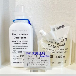 . ◆THE 洗濯洗剤 ¥2,500+tax ◆詰め替え用 ¥1,980+tax . 凝縮された洗浄成分。1回の洗濯で使う量はわずかティースプーン1杯(約5ml)! 中性のため、ウールやシルク、ダウン素材も洗えます。 油分をスピーディに生分解するので、排水パイプの異臭や詰まりを防ぎます。 . 洗濯機まわりに置いても主張しすぎないシンプルなデザインもポイントです。 .