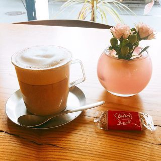 少しづつ肌寒くなって来ましたね。 アルタナカフェは本日も10時から17時までのオープンです。