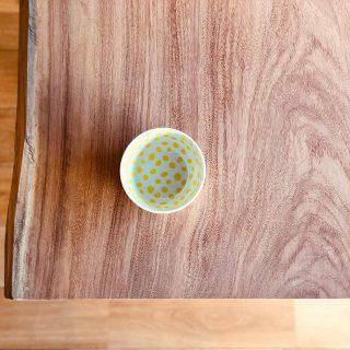 【無垢一枚板入荷!】 . MUKU-TEN無垢一枚板、新しく数点入荷いたしました。 . 画像はアフリカ産の「アパ」一枚板。 「アフリカケヤキ」とも呼ばれるこちらの板は、赤みを帯びた木肌が特徴的。 ◆MUKU-TEN アパ W2100×D830〜850×T48 ¥192,000+TAX ◆KINTO RIMIX DON ベイビー ¥800+TAX . ☜その他無垢板情報はこちらをcheck!