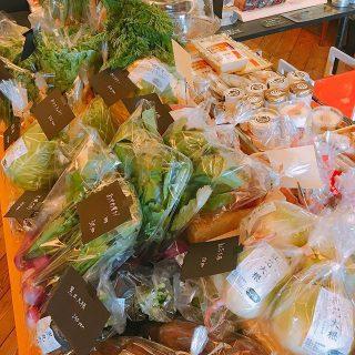 本日9:00-15:00 「テーブルマーケット」 開催します。 新鮮野菜、人気のパンを始め各種お取り寄せ品もご用意! ヒーリングコーナーやアクセサリーの