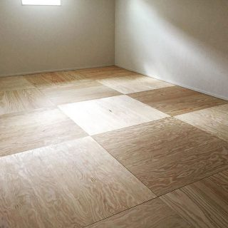 洋室をダイニングキッチンにリノベーション。 背中の壁を厚くし、配管スペースを取りました。 #lixil #リシェルsi #家電収納 #二世帯住宅 #キッチン #