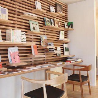 . ◆オリジナルデザイン可動棚 . 棚板を自由に配置して、我