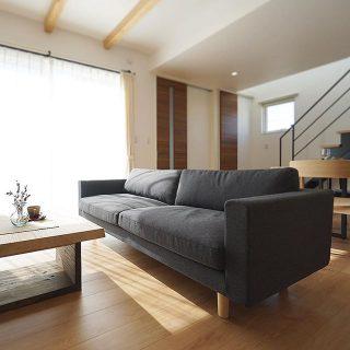 マルニ木工のHIROSHIMA SOFAは、飽きのこないシンプルモダン。