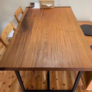 【MUKU-TEN納品事例】 長野県上田市の新築住宅に、アフロモシア一枚板のダイニングテーブルをご提案納品させて頂きました。