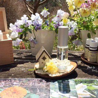 5月4日(土)は 「テーブルマーケット」 開催日! 今日はその中から「自分に合う花と好きな香りで作るルームスプレー作り」のワークショップのご案内! 自分に合ったあなただけのルームスプレーを作る事が出来ますよ