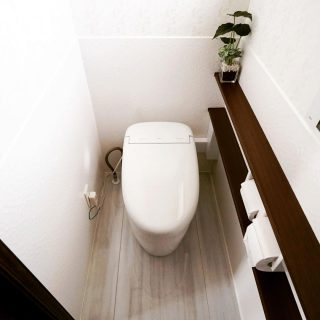 たまごのような曲線が美しく女性に人気なネオレストRH。 床や壁は光触媒を利用した空気浄化、抗菌、セルフクリーニング機能のあるハイドロセラ素材を採用しました。日頃のお手入れは水拭きだけで簡単です。 ————————————— more photos→@altana_renovation ————————————— 富士市永田67-17 1F TEL0545-51-8700 の なら へ! 「これまで」と「これから」を彩るリノベーション、として リノベカフェ と「部屋を考える店」インテリアショップ の2店を拠点に リフォーム・リノベーションのご相談から家具のコーディネートまで、 すべてを一か所で完結できるスムーズな流れのご提案をいたします。 . 店舗から水回りなどの設備交換、間取り変更や住まいの性能強化まで。
