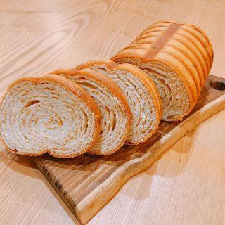 テーブルマーケット開催まであと2日! 今日ご紹介するのは今回から新しく販売するベーカリーマルタさんの「マルタメイプルパン」 米麹由来の天然酵母で長時間低温発酵していて小麦本来の味わいとふくよかな食感、風味が楽しめます