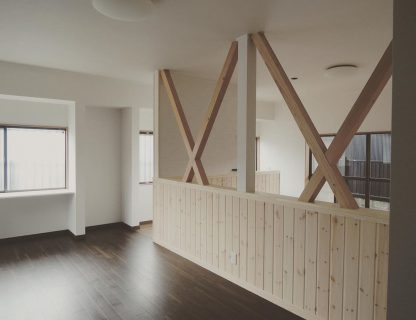 和室と納戸を洋室にリノベーション。 取れない筋交を補強しつつ化粧で見せることにより、空間に広がりが感じられます。和室から洋室 筋交い ————————————— more photos→@altana_renovation ————————————— 富士市永田67-17 1F TEL0545-51-8700 の なら へ! 「これまで」と「これから」を彩るリノベーション、として リノベカフェ @altana_cafe と「部屋を考える店」インテリアショップ @hanare_altana の2店を拠点に リフォーム・リノベーションのご相談から家具のコーディネートまで、 すべてを一か所で完結できるスムーズな流れのご提案をいたします。 . 店舗から水回りなどの設備交換、間取り変更や住まいの性能