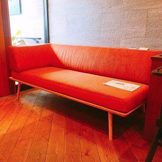飛驒産業YURURIシリーズ カウチ(右肘) 沈み込み過ぎないソファーは長い間座っていても疲れにくく背もたれ(ひじかけ)も適度な硬さで手触りも◯ コンパクトな場所にも丁度良いサイズ感も魅力です