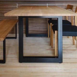 【納品事例】 MASTERWAL のWILDWOODダイニングテーブル&ベンチにTRチェア2脚を合わせた一例です。樹種は明るいホワイトオーク材をセレクトしました︎ 飽きのこないシンプルなデザインだからこそ質の良さが際立つ、長くお使いいただける家具です ︎ 明日8/9(金)11:00〜17:00オープンいたします。