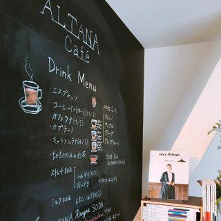 基本のエスプレッソからコーヒー、カフェラテ、teteriaの紅茶や100%ジュースなど様々なドリンクをお楽しみいただけます。 他にもこの時期おススメのレモンとライムの果汁を搾ったトニックウォーターもございます