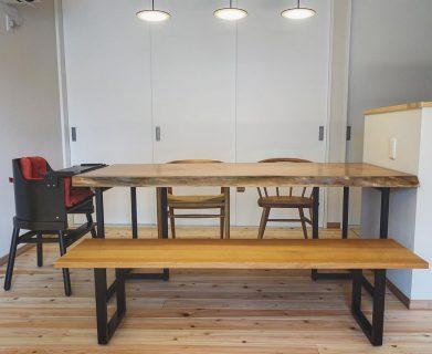 ︎ 【MUKU-TEN&家具納品事例】 カバ桜一枚板と ベンチ、 ベビーチェアを納品しました! 無垢材をふんだんに使用した新築のダイニングに新しい家具が追加され、華やかになりました! ︎ 8/26(月)本日、17時まで営業中!