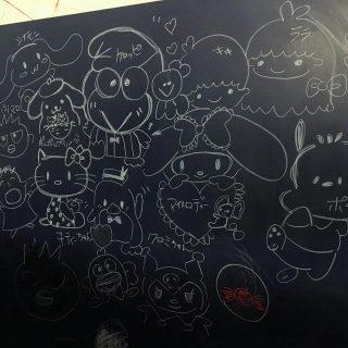 昨日ご来店されたお客様(お子さんのあ母さん)が描いていただいた作品!どのキャラクターもスラスラと描いていて驚きでした️ アルタナカフェのキッズコーナーではお絵かきも出来ますので是非お子さんに思い切り絵を描かせてあげてくださいね