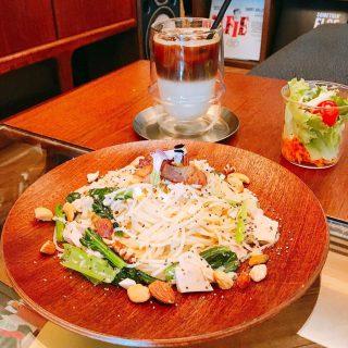 「オリーブ油漬けツナと季節の野菜パスタ」 由比缶詰所のオリーブ油漬けツナを贅沢に使い、塩コショウとガーリックオイルのみのシンプルな味付けでレモンの酸味で爽やかさをプラスしています!