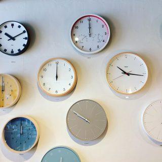 ︎ 毎日 何度も見るものだから 時計はお気に入りのものを選びたいですね。 ・ Lemnosの時計は多くのデザイナーさんとプロジェクトを組み、シンプルで飽きの来ない、それでいてそれぞれの個性を持った時計が揃っています。 ぜひお気に入りを見つけに来てください! ・ 本日9/16(月) 17:00まで営業しております。 ・
