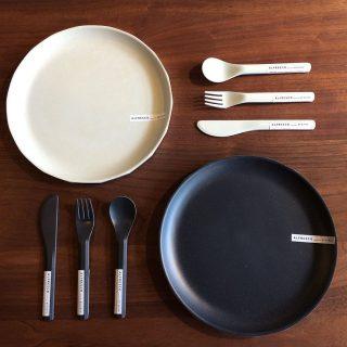 ︎ KINTOのALFRESCOは「身近な外での食事をカジュアルに愉しむテーブルウェア」 ・ 樹脂製のため衝撃に強くアウトドアに最適です。 エッジの効いたデザインなので普段の食卓もスタイリッシュになります。 ・ 【KINTO】ALFRESCO プレート φ25cm 各 ¥ 900 +税 ナイフ 各 ¥ 250 + 税 スプーン 各 ¥ 250 + 税 フォーク 各 ¥ 250 +