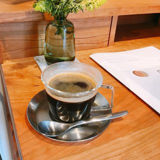 少しずつ肌寒くなってきましたね! アルタナカフェでは温かいコーヒー、紅茶、ハーブティー等各種ご用意しておりますのでお食事やスイーツとともにいかがでしょうか️ 季節