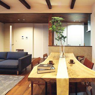 ︎ 【MUKU-TEN&家具コーディネート事例】 Living D 第一建設の完成見学会会場のLDKに バストゥーンウォールナット一枚板と ソファ、 と のチェアを設置しました。 無垢の木材をふんだんに取り入れた、高級感とカフェのような親しみやすさを感じさせる空間に、ピッタリのインテリア こちらの見学会は下記のスケジュールでご覧いただけます。 ︎ ︎ 〈予約制見学会〉 10/19(土)〜11/17(日) 10:00〜19:00(1時間ごと予約受付) 火・水定休 ︎ ︎ 〈Premium予約制見学会〉 11/9(土)〜11/11(月) ①10:00 ②12:00 ③14:00 ④16:00 ⑤18:00 担当一級建築士によるご案内。 実際に設計、コーディネートを担当した女性設計士のお話が聞けます! ︎ ︎