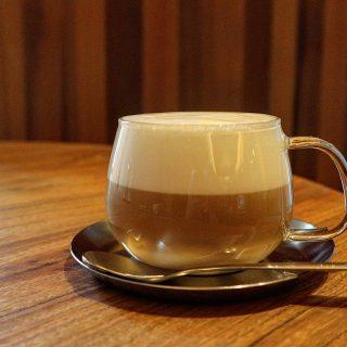 . / 10月1日は コーヒーの日 \ . 『カプチーノ』 きめ細かな泡が あなたを優しく包みます。 . .